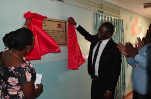 2 malawi doctors unveil plaque