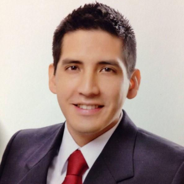 Oscar Flores-Flores Headshot